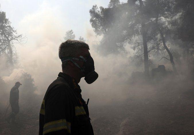 Grecia refuerza combate contra incendio en reserva natural