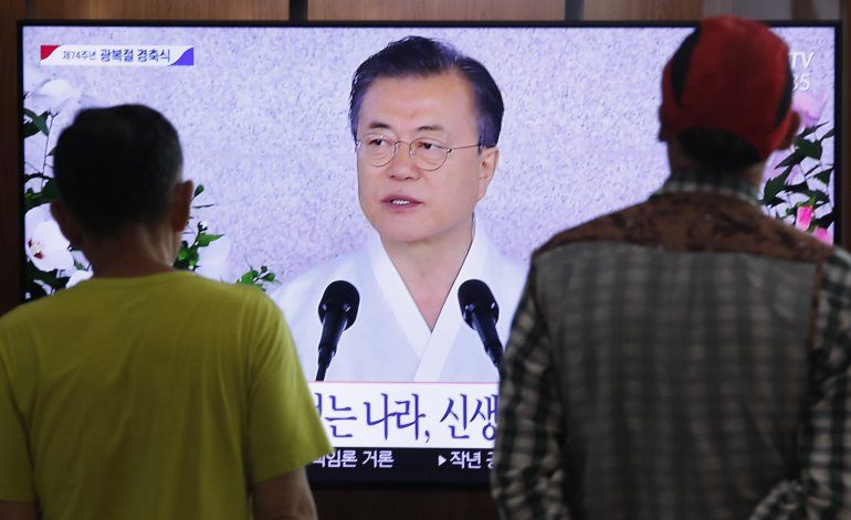 Moon pide dialogar para zanjar disputa comercial con Japón