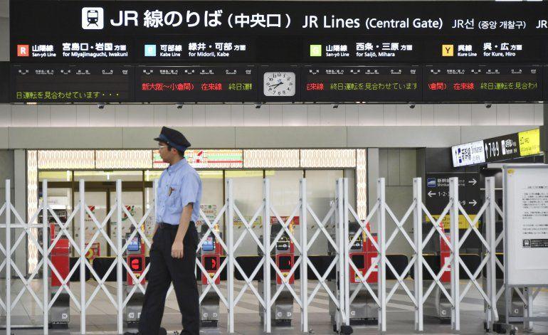 Fuerte tifón deja 1 muerto y 34 heridos en Japón
