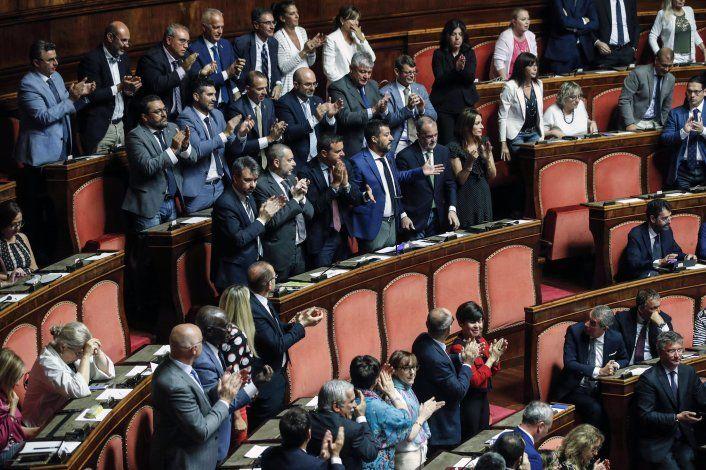 Buque de ONG española con 147 migrantes espera en Italia