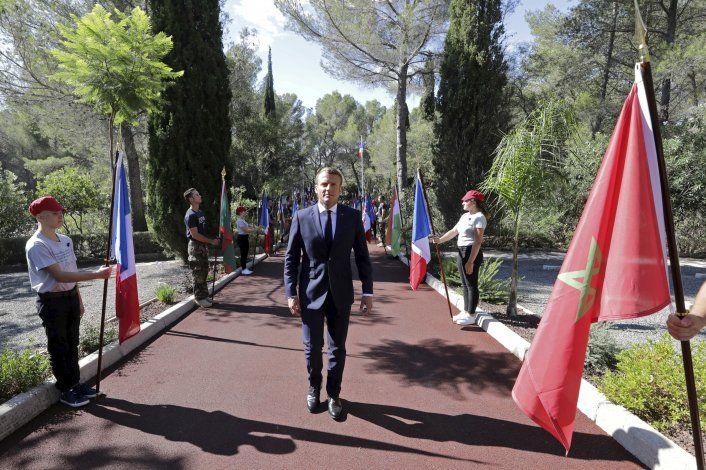 Francia recuerda a veteranos de desembarcos en 2da Guerra