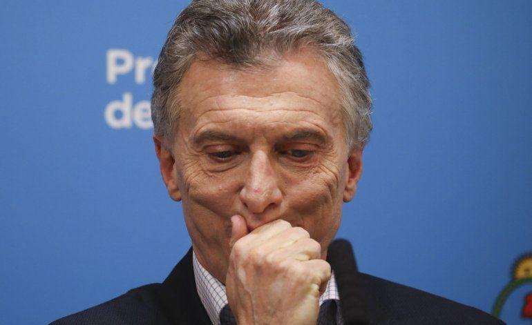 Peso se recupera tras diálogo entre Macri y Fernández