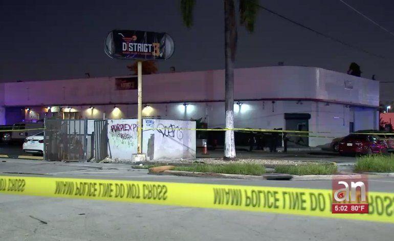 Intentaron robar una moto a las afueras de un club nocturno y terminaron baleados