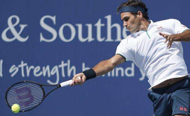 Federer queda fuera de Cincinnati, Barty avanza a cuartos