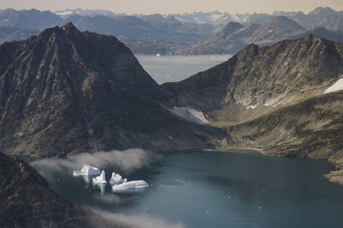 Fuente AP: Trump ha planteado comprar Groenlandia para EEUU