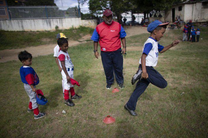 Crisis golpea al béisbol infantil en Venezuela
