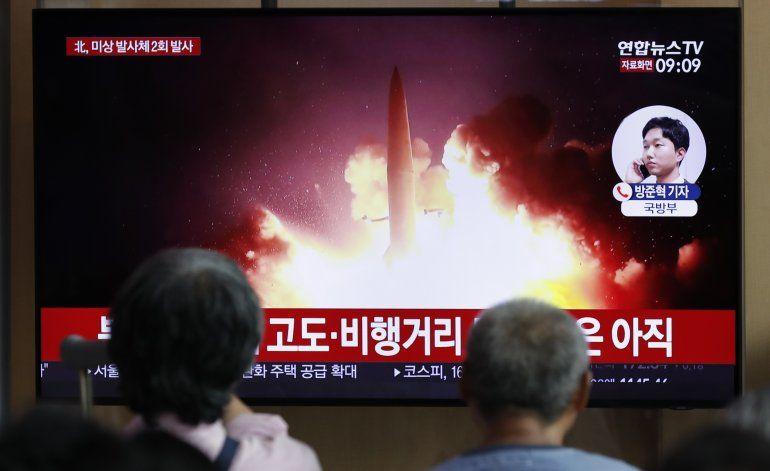 Norcorea dispara más proyectiles, descarta diálogo con Seúl