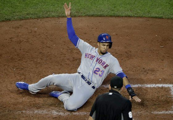 Mets vencen 4-1 a Reales gracias a deGrom y Alonso