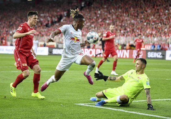 Union inicia en silencio en la Bundesliga y cae 4-0