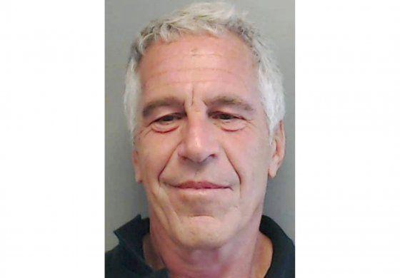 EEUU destituye jefe de prisiones luego de muerte de Epstein