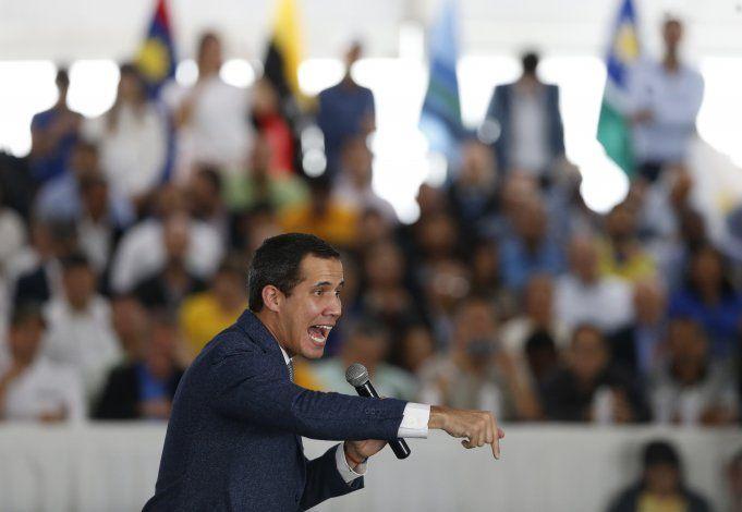 Guaidó dice que sabía de diálogos entre el gobierno y EEUU