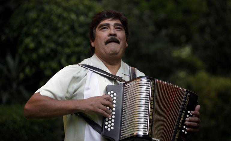 Muere el acordeonista mexicano Celso Piña