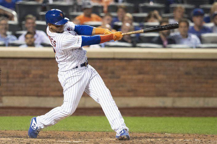 Mets aprovecha errores de Indios y remonta 4-3 en 10 innings