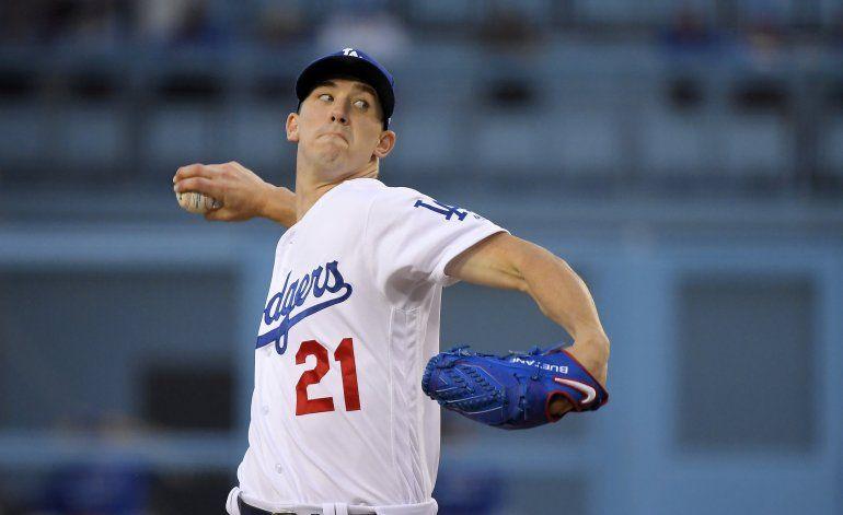 Dodgers baten a Azulejos con vuelacercas de Muncy en el 10mo
