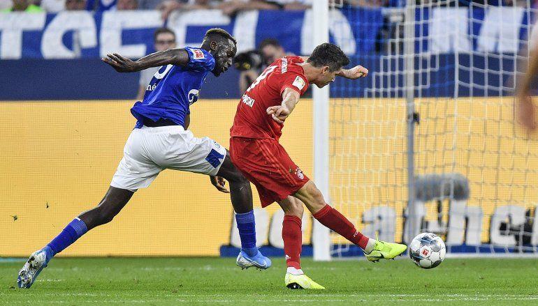 Lewandowski brilla en debut de Coutinho por Bayern Munich