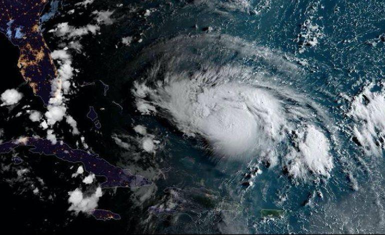 Dorian se convierte en huracán mayor de categoría 3
