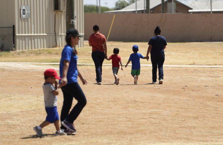 Reporte: Salud niños migrantes empeoró bajo custodia de EEUU