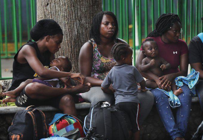Crece tensión entre migrantes varados en sur de México