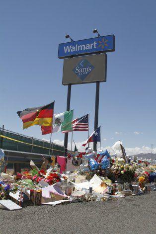 Pareja herida en masacre de El Paso demanda a Walmart