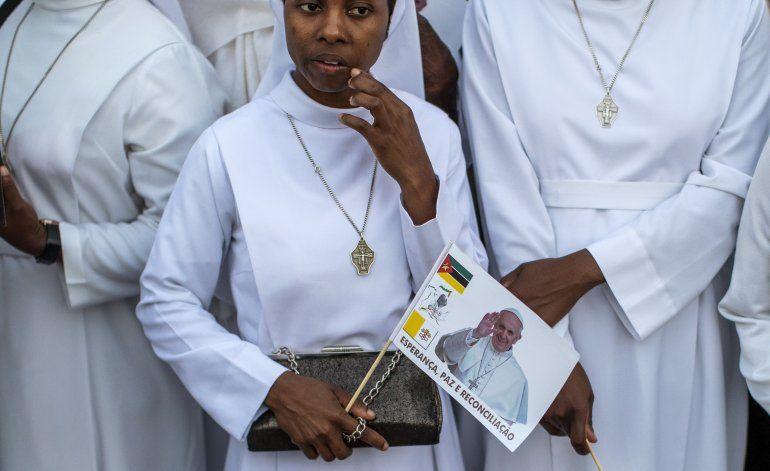 Francisco lleva mensaje de paz y reconciliación a Mozambique