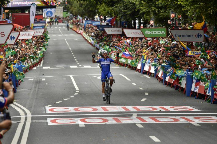 Gilbert gana 12da etapa de la Vuelta; Roglic aún es líder