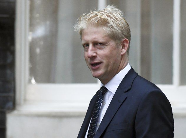 Hermano menor de Boris Johnson abandona la nave