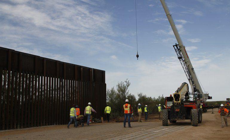Inicia en Arizona construcción de muro con fondos militares
