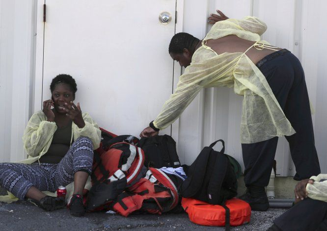 """""""Solo animales pueden vivir aquí"""": bahameños aguardan ayuda"""
