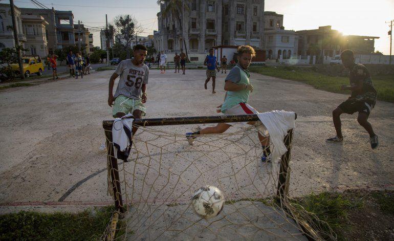 EEUU limita remesas familiares a Cuba