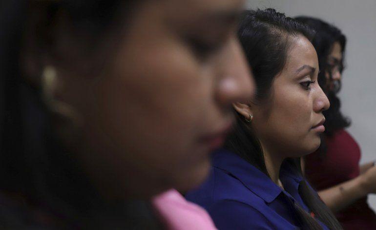 Sigue la pesadilla para salvadoreña acusada por aborto