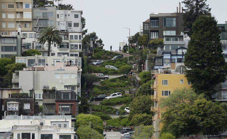 Posible cuota para recorrer retorcida calle de San Francisco