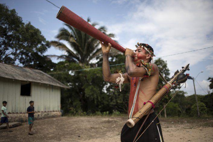 En la Amazonía, indígenas debaten sobre cómo salvar su selva