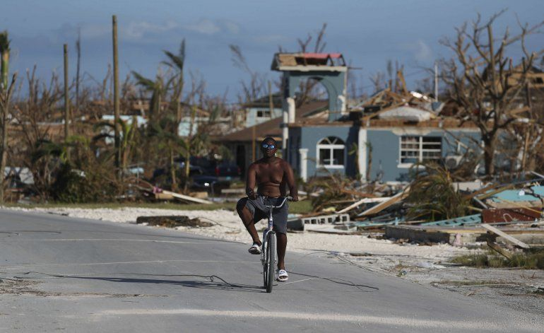 Suman 43 muertos a cinco días del paso de Dorian por Bahamas