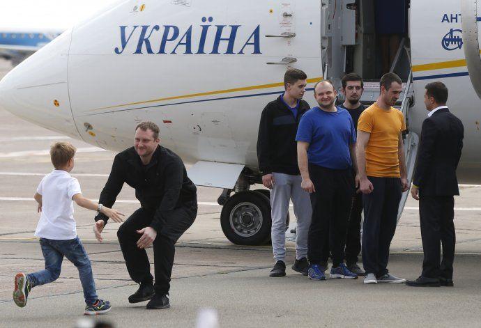 Rusia y Ucrania realizan intercambio de prisioneros