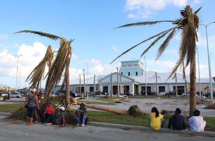 Bahamas pide a turistas que no dejen de llegar