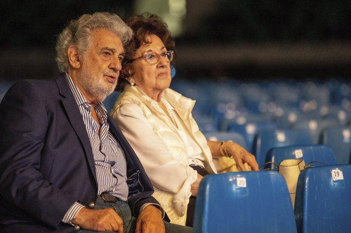 Cantante dice Plácido Domingo la acosó y le tocó los senos