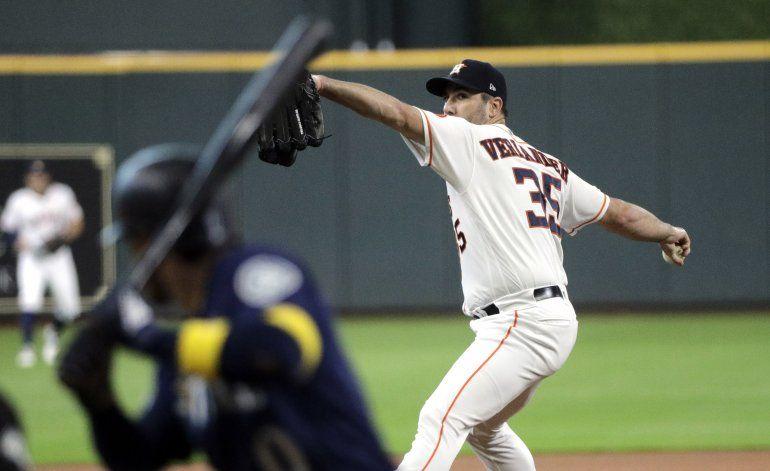 Verlander llega a 18 triunfos; Astros superan a Marineros