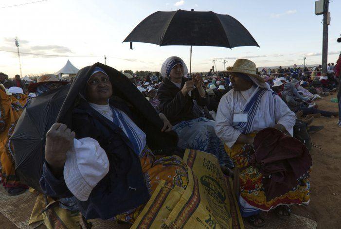 El papa ensalza el trabajo de los pobres en Madagascar