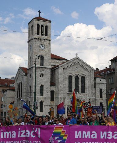 Sarajevo celebra su primer desfile del orgullo LGBT