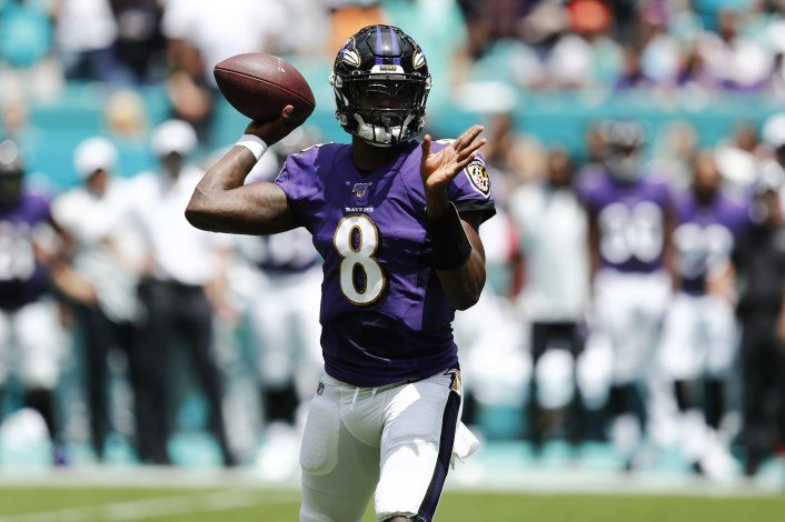 Jackson completa 5 pases de anotación; Ravens ganan