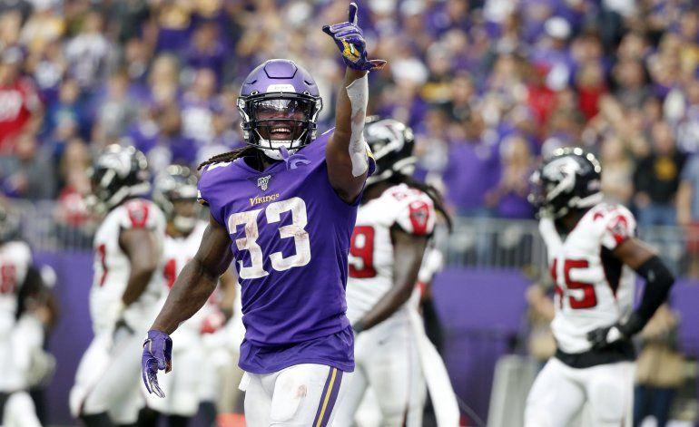 Apoyados en gran defensa, Vikings vencen a Falcons