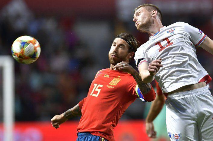 Ramos iguala record de Casillas, en victoria de España