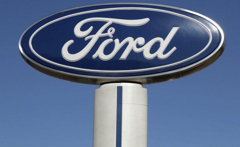 Moodys baja calificación crediticia a Ford a estatus basura