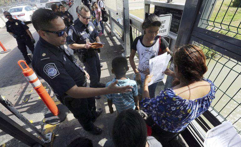 Juez federal restituye bloqueo a plan de Trump contra asilo