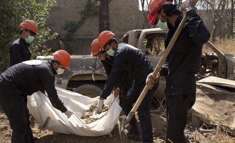 Siguen apareciendo fosas comunes en Raqqa, Siria