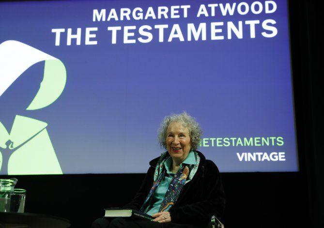 """Atwood revisita su mundo distópico en """"Los testamentos"""""""