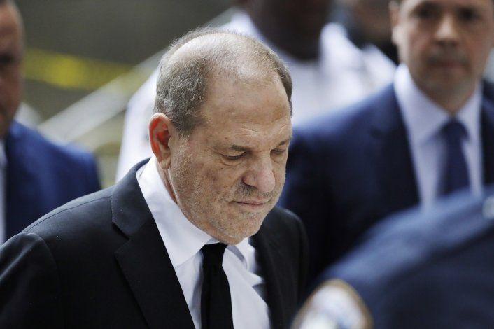 Periodistas detallan investigación a Weinstein en un libro