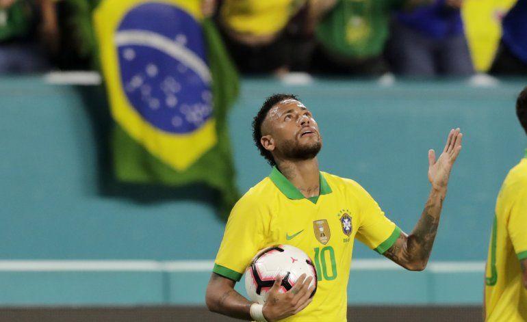 Modelo brasileña es acusada de falsa denuncia contra Neymar