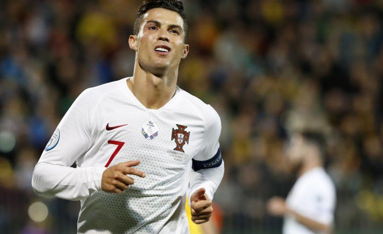 Póker de Cristiano y Portugal aplasta 5-1 a Lituania