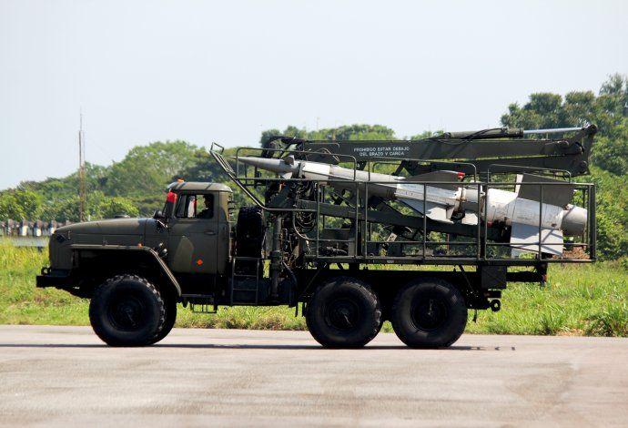 Venezuela inicia ejercicios militares en frontera colombiana